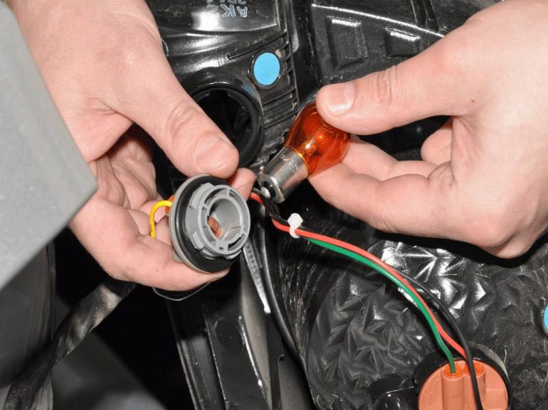 Замена ламп поворотников шевроле круз