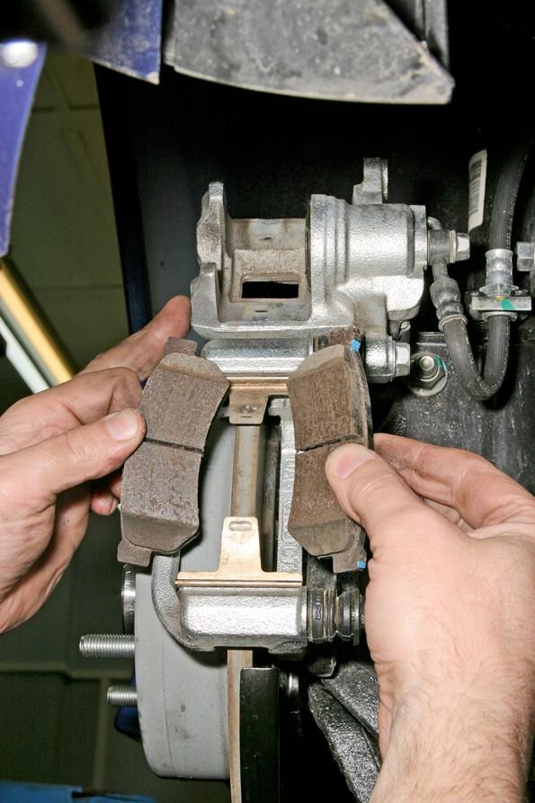 Замена задних колодок Chevrolet Lacetti