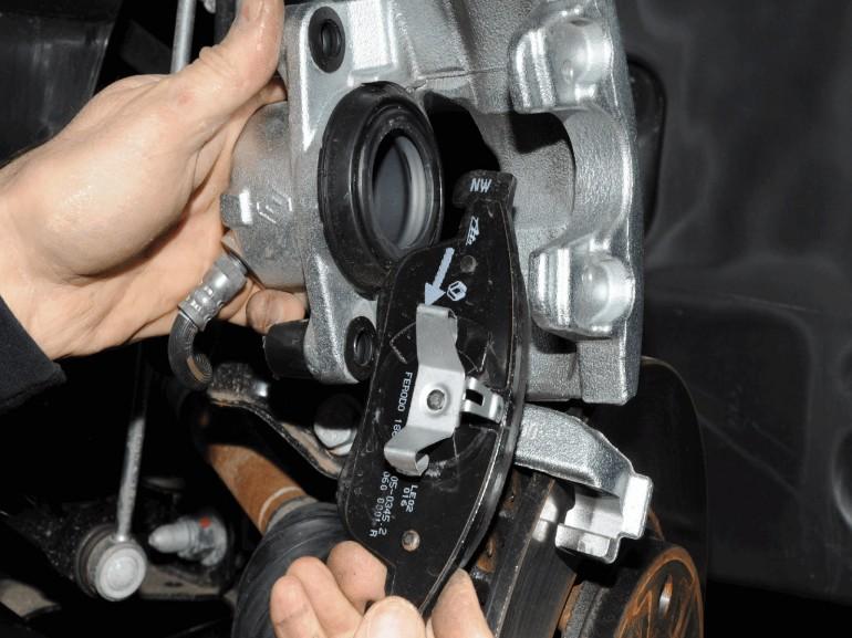 Замена передних колодок Renault Duster своими руками