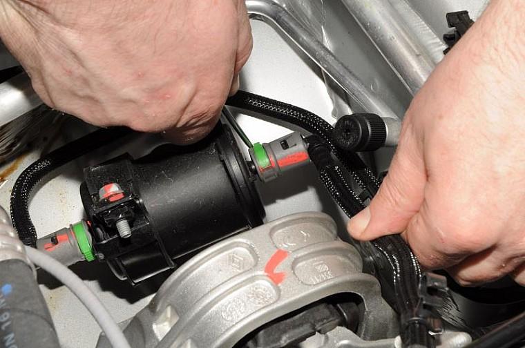 Топливный фильтр 164002137R Рено Дастер
