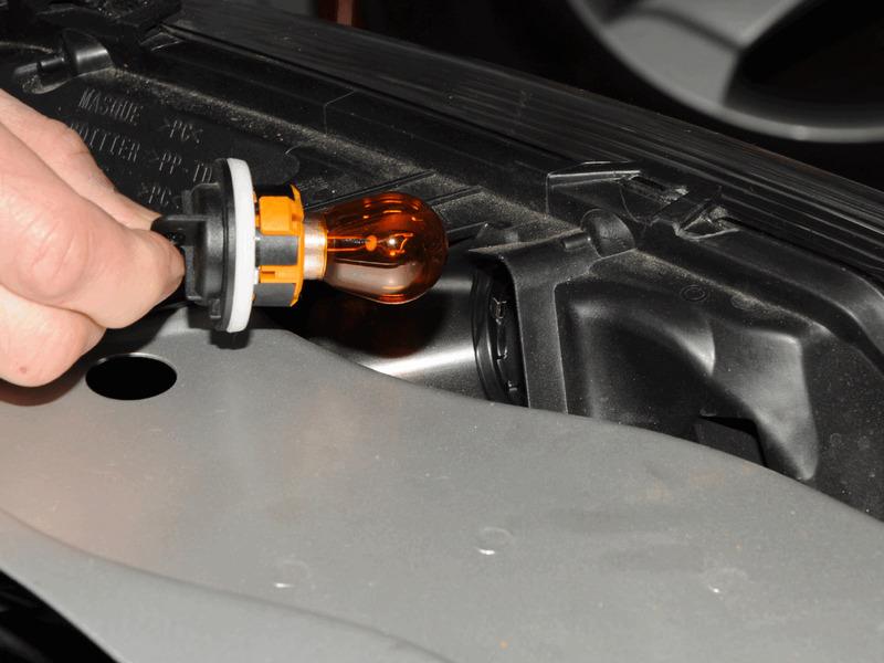 Замена лампу указателя поворота Дастер
