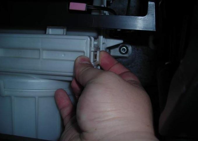 открываем крышку фильтра