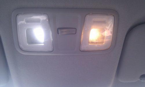 светодиодная и обычная лампы