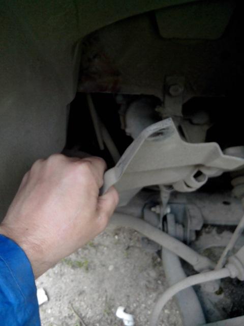 снимаем защитный щиток мотора