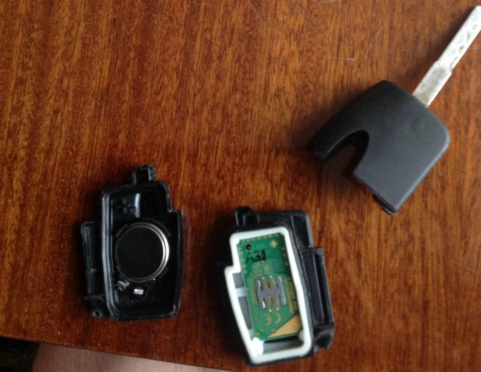 Как заменить батарейку в чип ключе