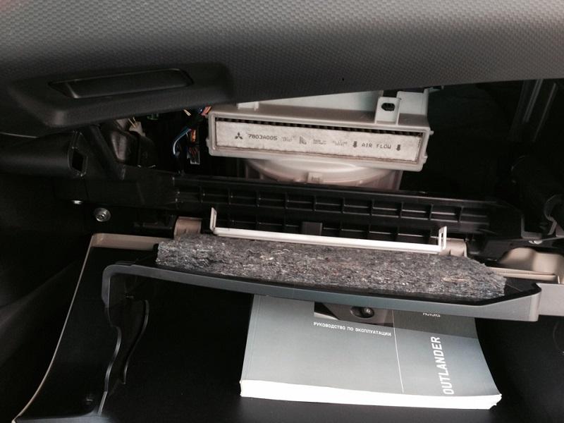 Замена салонного фильтра Mitsubishi Outlander XL