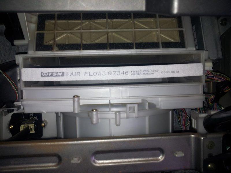 замена салонного фильтра сузуки